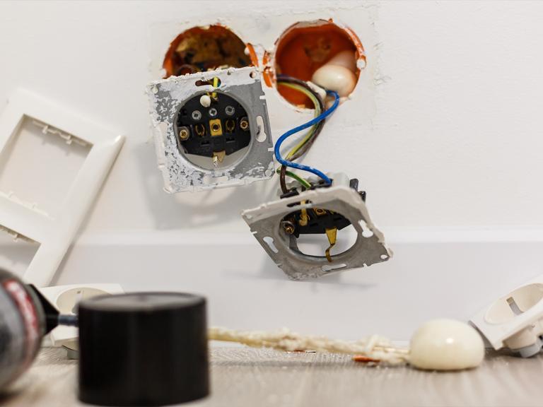 Montaż gniazdek elektrycznych
